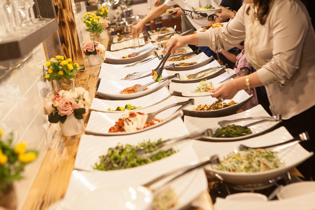 7 Delicious Wedding Food Ideas Fit for a Perfect Couple